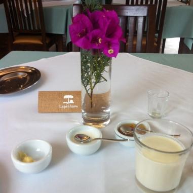 Geleinhas, Iogurte, manteigas e flores - tudo lindo e gostoso