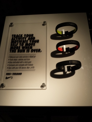 """Lançamento Nike. As tão sonhadas pulseiras amigas das """"loka do fitness"""""""